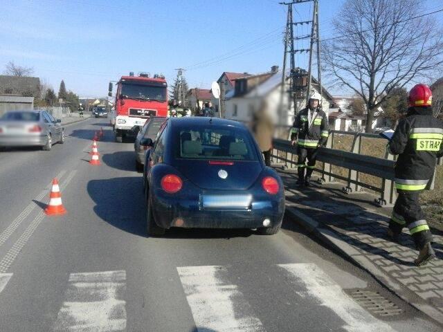 Świniarsko: *garbus* zderzył się z Audi. Dwie osoby w szpitalu