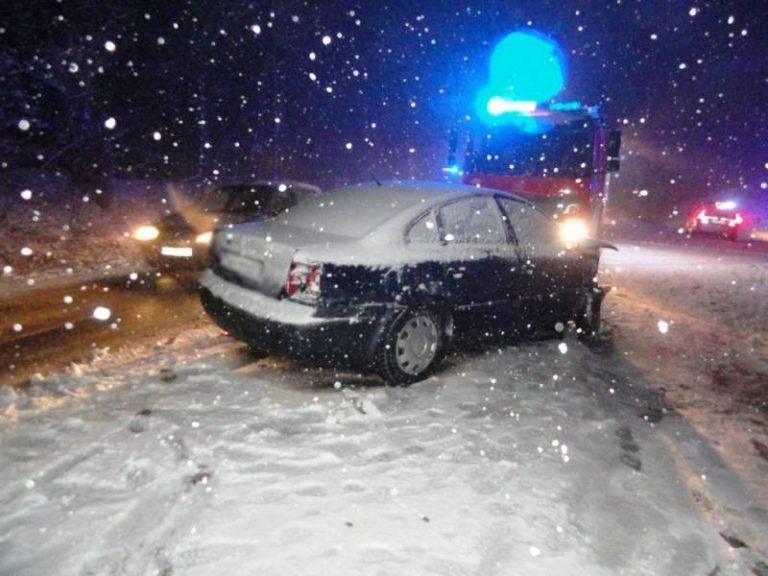 Trudne warunki drogowe, kolizja za kolizją [zdjęcia, film]