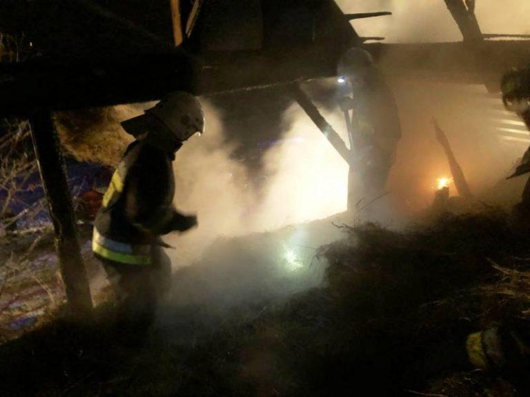 Krużlowa Wyżna: 60 strażaków gasiło płonącą stodołę. Później nie mogli wrócić do swoich jednostek