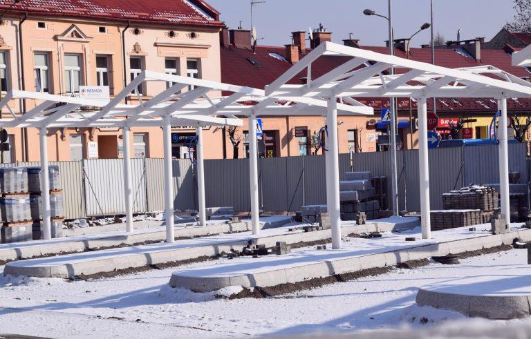 Nowy Sącz: prace przy placu manerwowym dworca autobusowego idą pełną parą