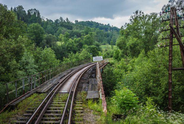 Dwie oferty na prace przygotowawcze do budowy linii kolejowej Podłęże – Piekiełko