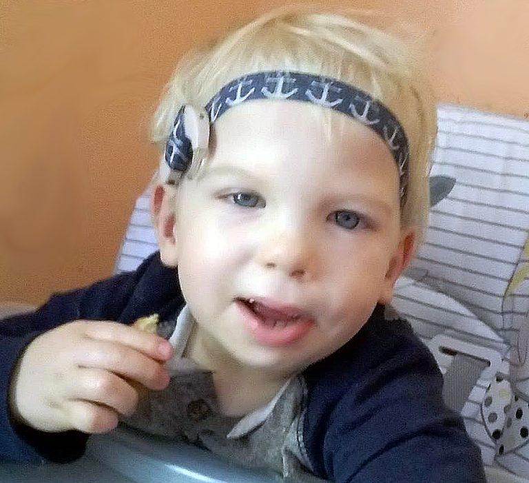 Mateusz chciałby słyszeć głos swojej mamy i umieć mówić… Potrzebuje Twojej pomocy