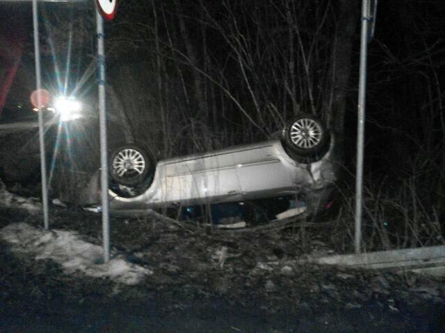 Librantowa: dachowanie Fiata. Jedna osoba w szpitalu