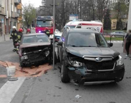 Nowy Sącz, Jagiellońska: wypadek. Dwie osoby w szpitalu