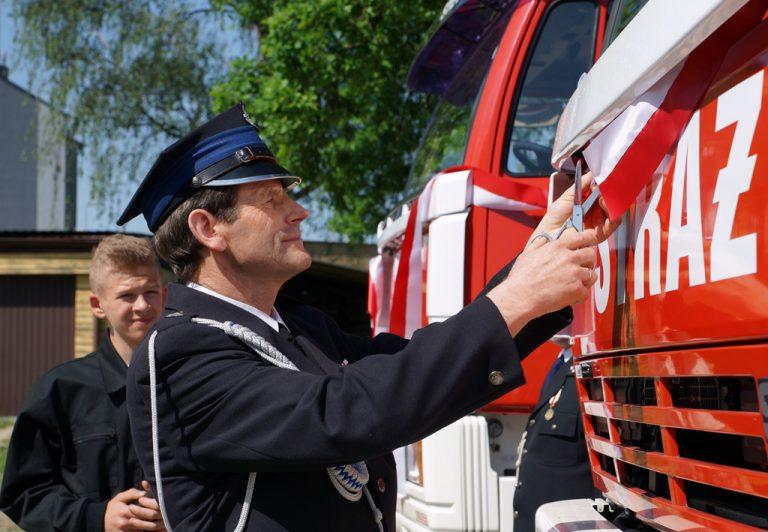 Ochotnicza Straż Pożarna w Stróżach ma nowe samochody