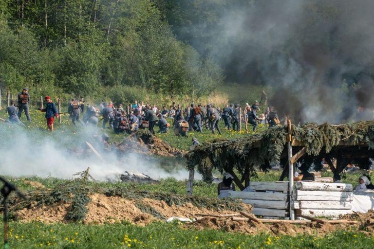 Wystrzały pod Gorlicami. 150 osób, samoloty i konnica na polu walki