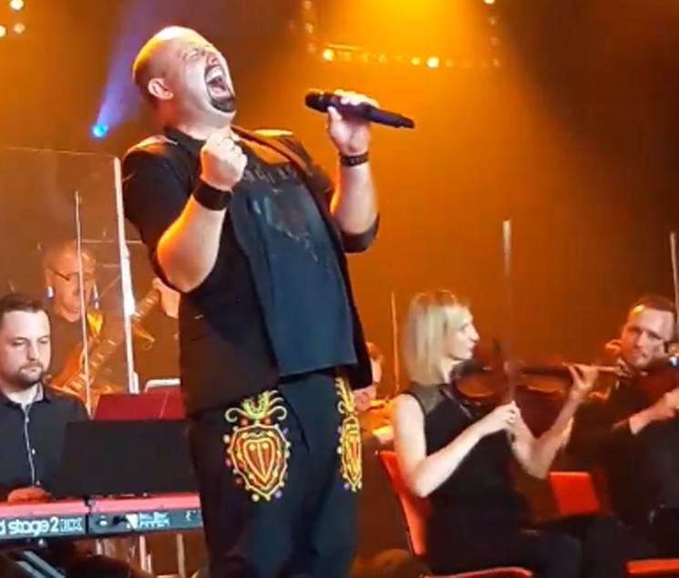 Tomek Jarosz, lider zespołu Lachersi zaśpiewał piosenkę Niemena. I to jak!