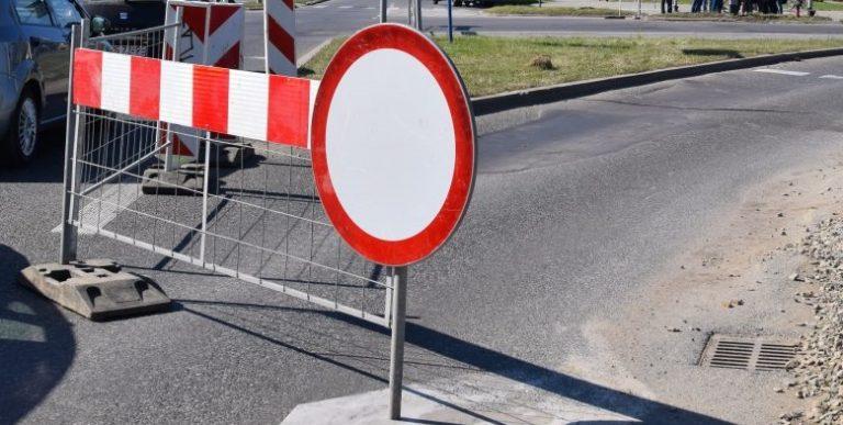 Nowy Sącz: przez sześć dni skrzyżowanie będzie całkowicie zamknięte. Powodem wyburzanie kamienicy