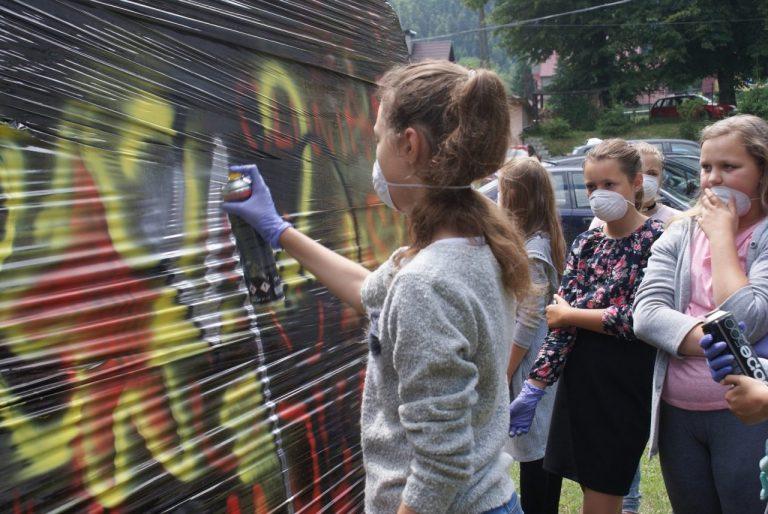 Mgr Mors z uczniami namaluje w Wierchomli mural. Pokażą na nim, co wyróżnia region