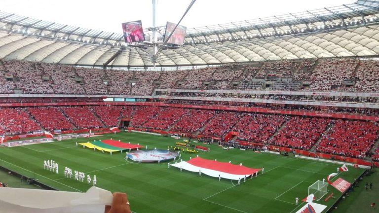 """Murawa Stadionu Narodowego, po której biegali """"Lewy"""" i """"Kuba"""" trafi do… Szalowej!"""