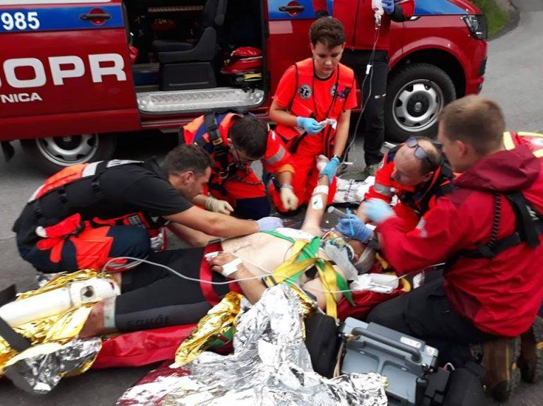 Dramat na stokach Przehyby. Na ratunek ciężko rannemu rowerzyście pospieszyło GOPR i śmigłowiec LPR