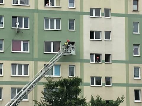 Nowy Sącz: Ratowali życie przez okno