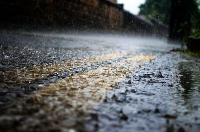 Uwaga! Nadchodzą intensywne opady deszczu