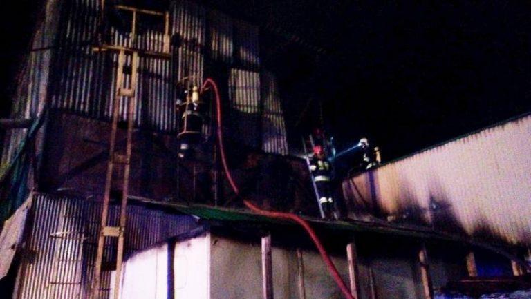 W nocy strażacy walczyli z pożarem stolarni