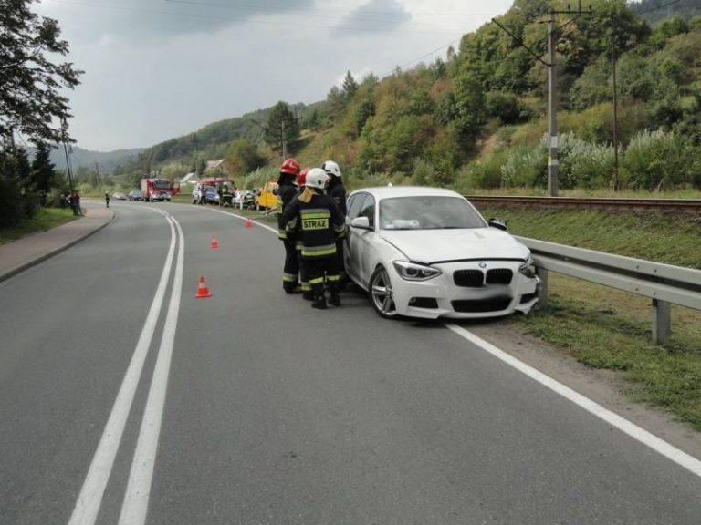 Muszyna: zjechała na lewy pas i uderzyła w jadący z naprzeciwka samochód