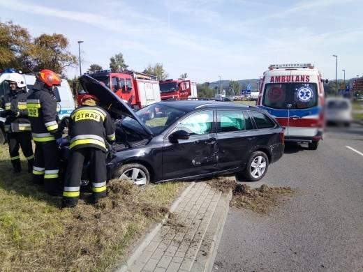 Nowy Sącz: jedna osoba w szpitalu po zderzeniu osobówki z samochodem ciężarowym