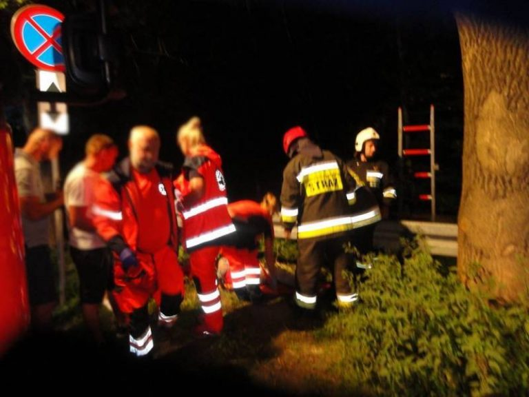 32-latka przechodziła przez barierę dźwiękochłonną i wpadła do Kryniczanki. Trafiła do szpitala