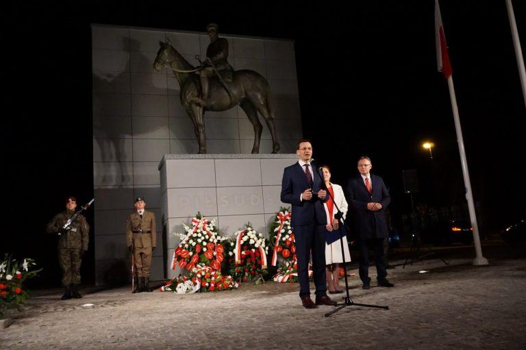 Mateusz Morawiecki przyjechał zapalić znicz i pomóc w kampanii Iwonie Mularczyk