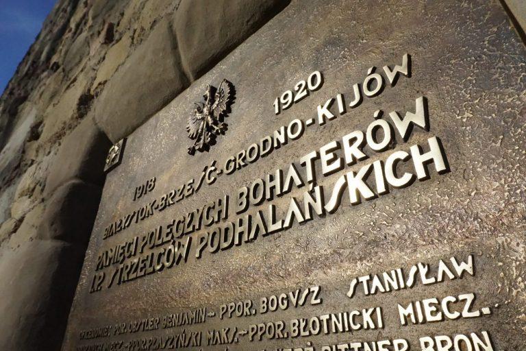 Pamiątkowe tablice po 84 latach wróciły na Basztę Kowalską, aby wskrzeszać pamięć…