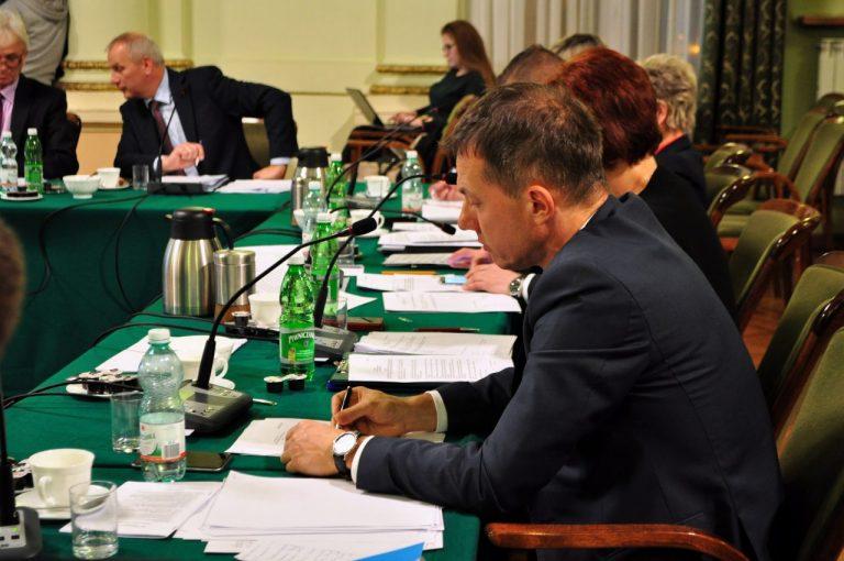 Rada wybrała komisje. Wiemy, kto będzie szefował