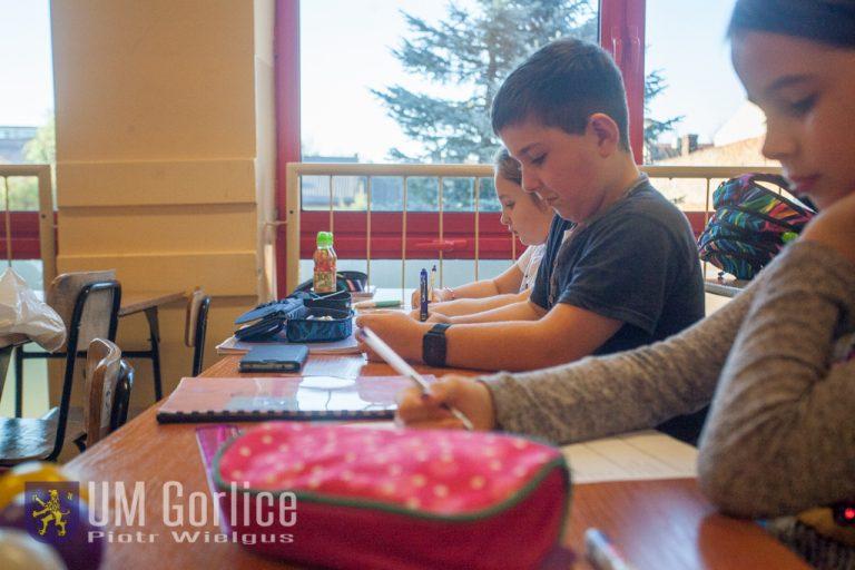 Dzieci uczą się szybkiego czytania. W jakim celu?