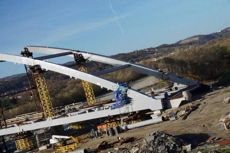 Budowa mostu zabiera sądeckim firmom miliony
