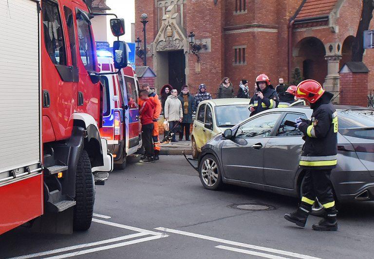 Nowy Sącz: wypadek na Alejach Batorego. Dwie osoby w szpitalu