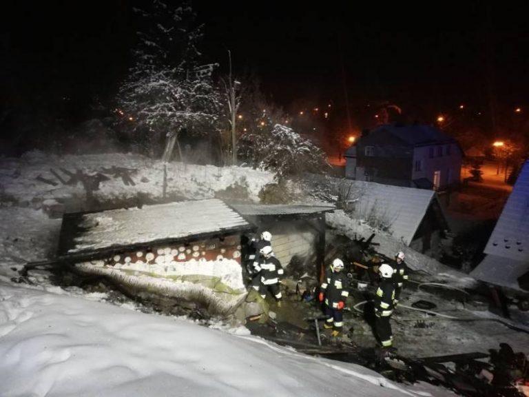 W nocy strażacy zmierzyli się z dwoma pożarami