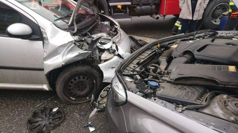 Chełmiec: Zderzenie dwóch samochodów osobowych
