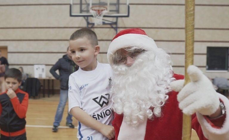 Mikołajki dla najmłodszych piłkarzy w Akademii Sandecja [Wideo]