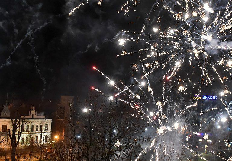 Z hukiem przywitali Nowy Rok