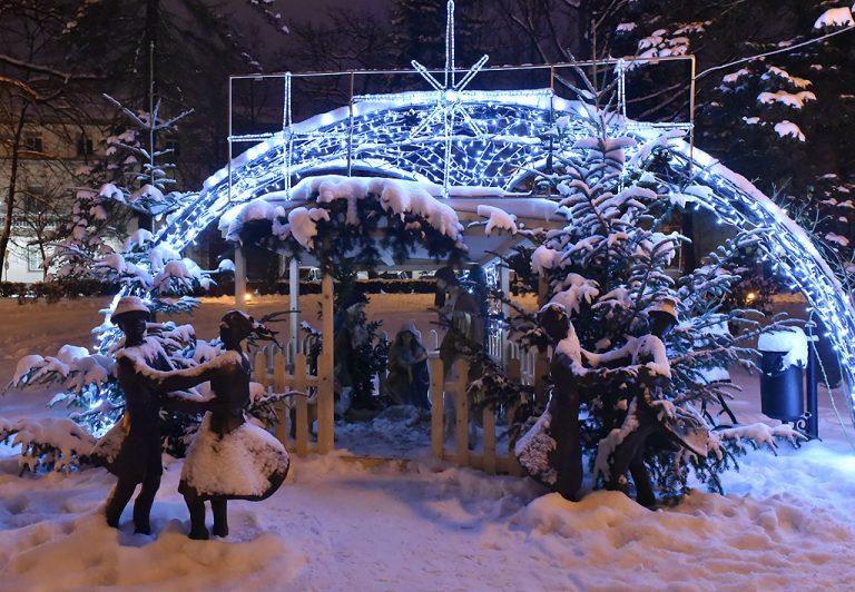 Zima – artystka pomalowała Nowy Sącz