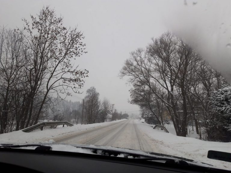 Stan dróg jest dramatyczny, a śnieg wciąż bedzie sypać