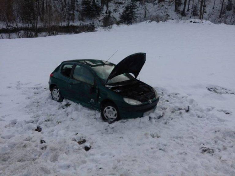 Trzycierz: Samochód wypadł z drogi i dachował