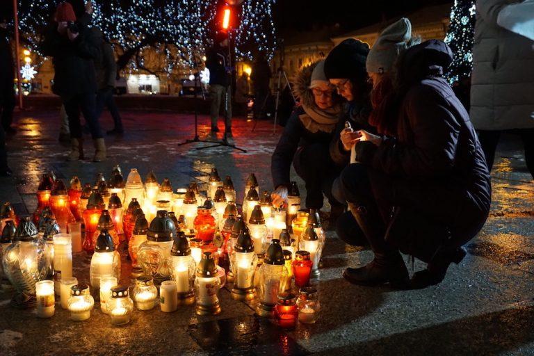 Sądeczanie uczcili pamięć Pawła Adamowicza i zaprotestowali przeciwko nienawiści [FILM]