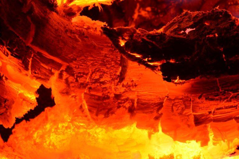 Sezon na pożary sadzy trwa. Wczoraj strażacy dwukrotnie gasili ogień w kominach