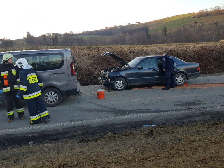 Z ostatniej chwili: pijany kierowca dwukrotnie wjechał w bus, który próbował go zatrzymać