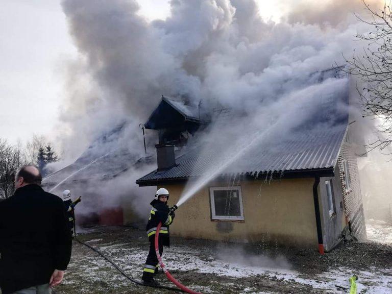 Siołkowa: strażacy prawie cztery godziny walczyli z pożarem