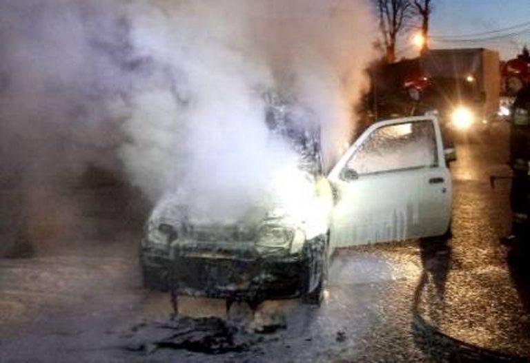 Nowy Sącz: Fiat Seicento płonął obok sklepu