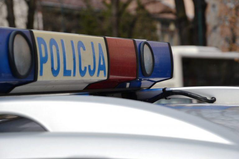 Zakrwawiony mężczyzna zatrzymał radiowóz i wołał o pomoc