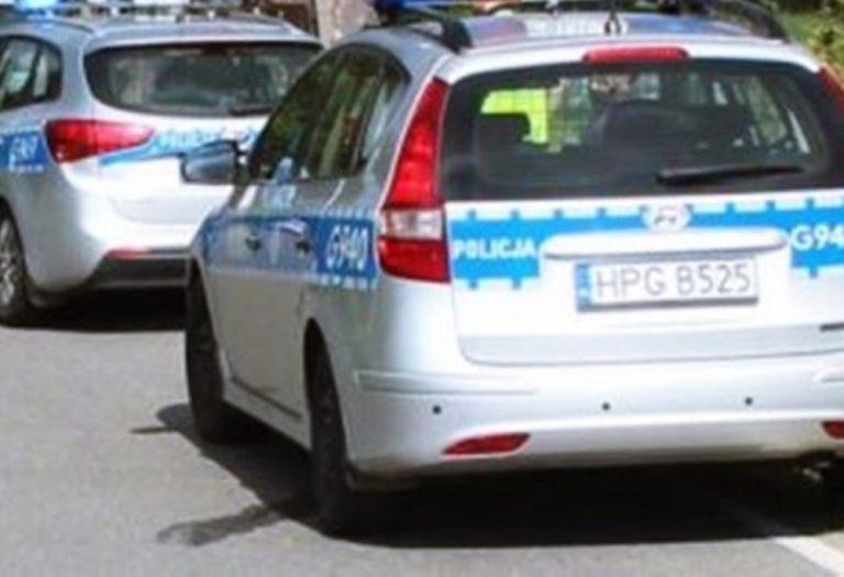 Policjant zauważył brak maseczki u przechodnia, za chwilę oberwał butelką z alkoholem