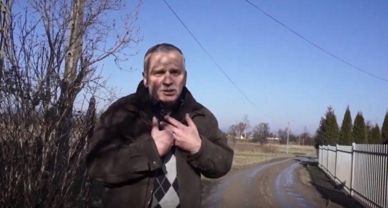 Domy jak lepianki… Mieszkaniec ulicy Tłoki nie wytrzymał i zablokował drogę