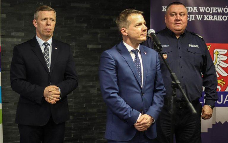 Wojciech Piech wręczał edukacyjne walizki narkotykowe