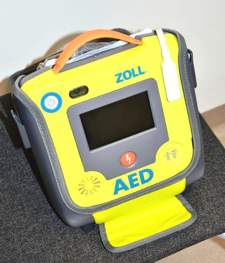 AED pomoże ratować życie w sądeckiej komendzie