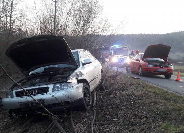 Łącko: siła uderzenia wyrwała koło samochodu