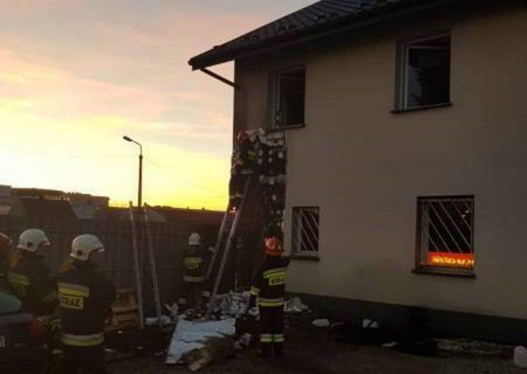 Nowy Sącz: płonęły opony i elewacja domu