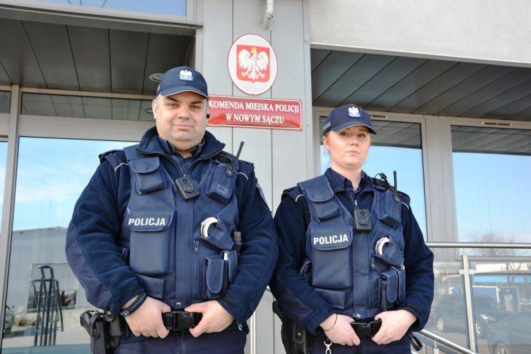 Sądeccy policjanci jako pierwsi w województwie z kamerami przy mundurach