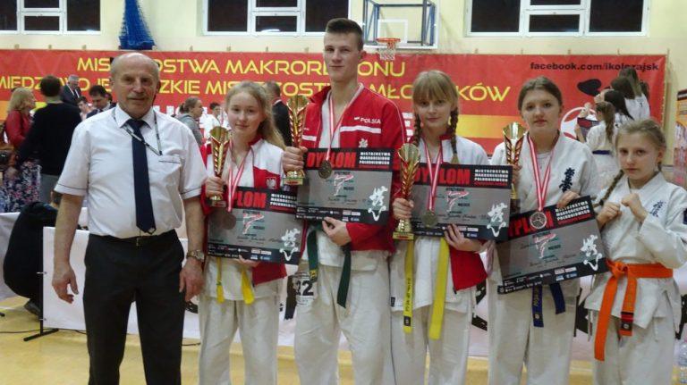 """Karate. Grad medali zawodników NKS! """"Pokazał, że może pokonać najlepszych w Polsce"""""""