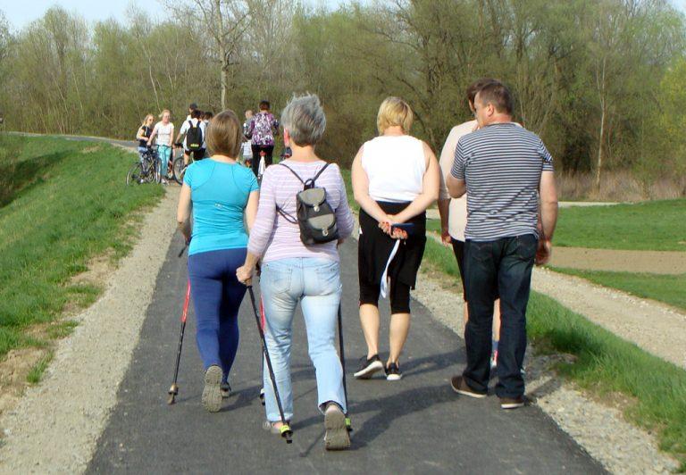 Velo Dunajec: Jak pogodzić pieszych i cyklistów? Uśmiechem i dzwoneczkiem