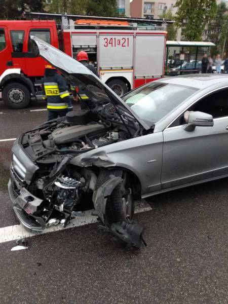 Nowy Sącz, ul. Nawojowska:  Mercedes vs Honda